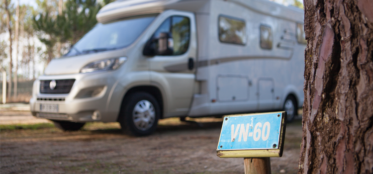 aire stationnement camping-car dans camping
